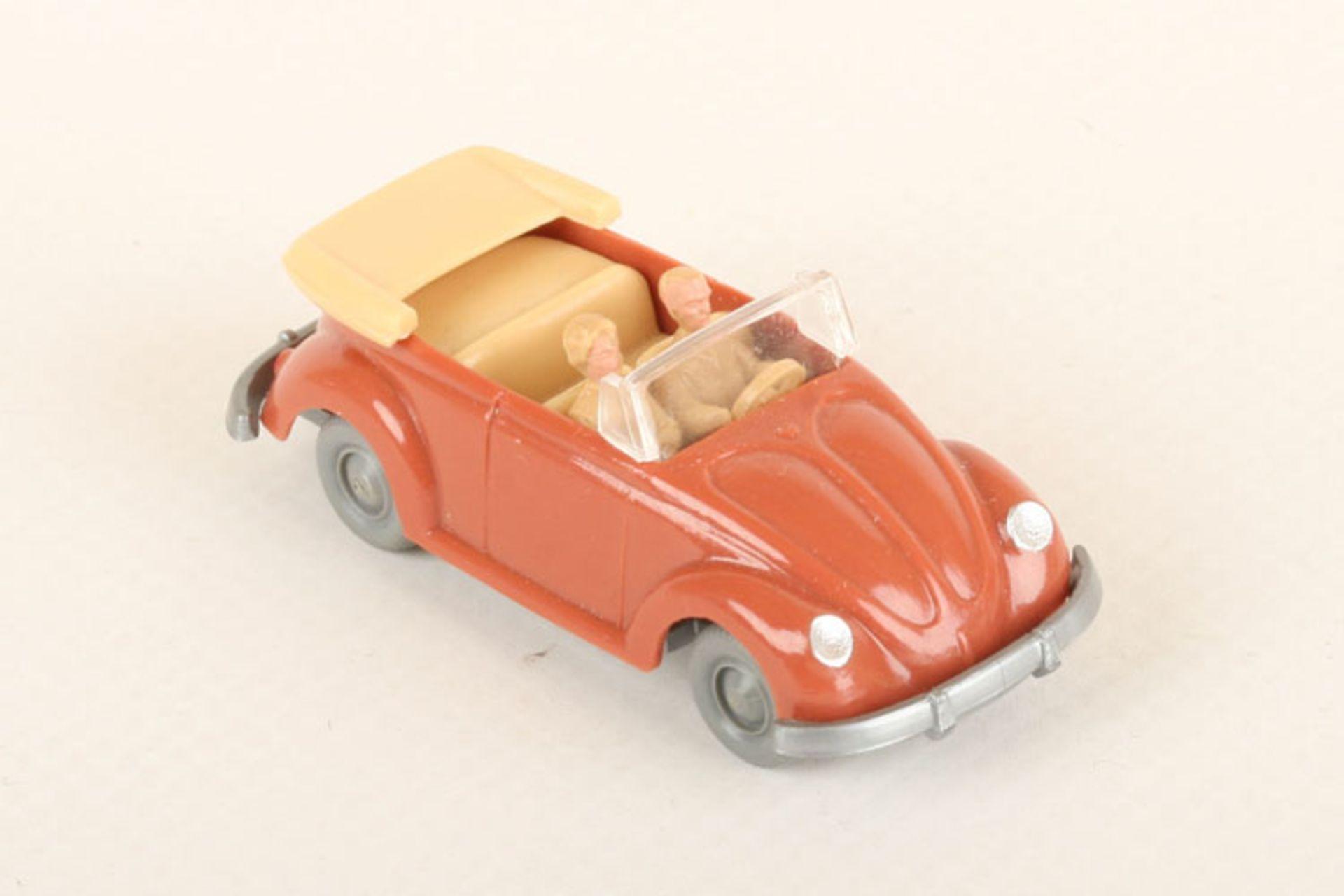 Los 1018 - Wiking VW Käfer Cabrio korallenrot 33/6b, IE h'beige, neuwertig