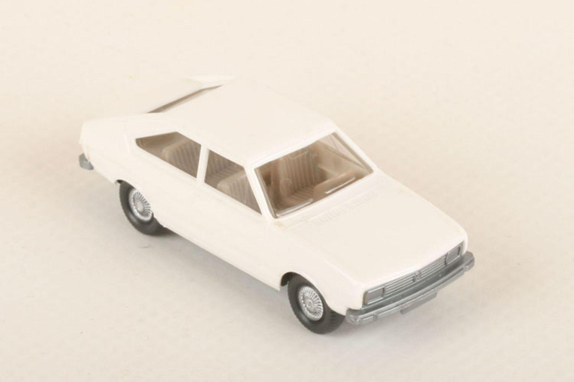 Los 1034 - Wiking VW Passat weiß 48/3g, neuwertig