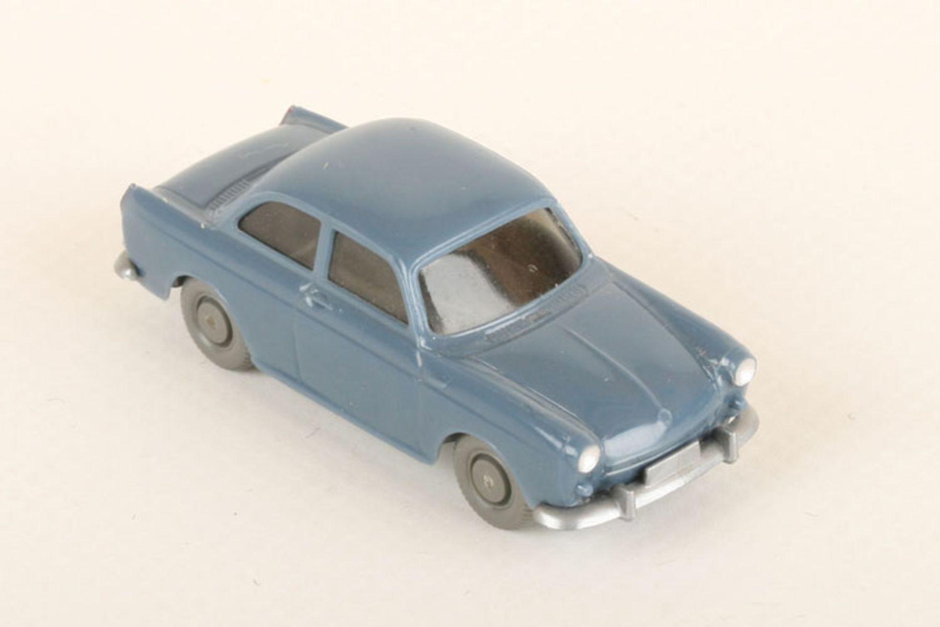 Los 1047 - Wiking VW 1500 taubenblau 40/12e, neuwertig