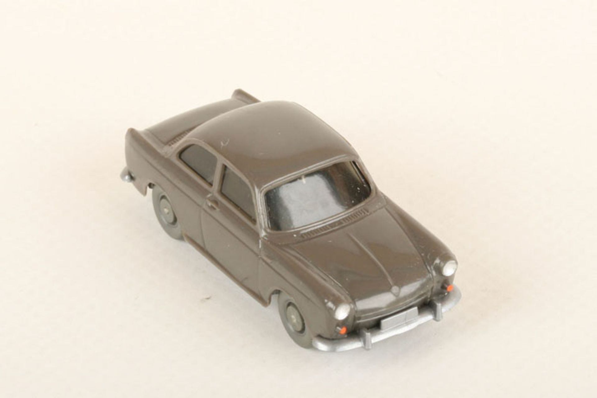 Los 1046 - Wiking VW 1500 umbragrau 40/12g, neuwertig