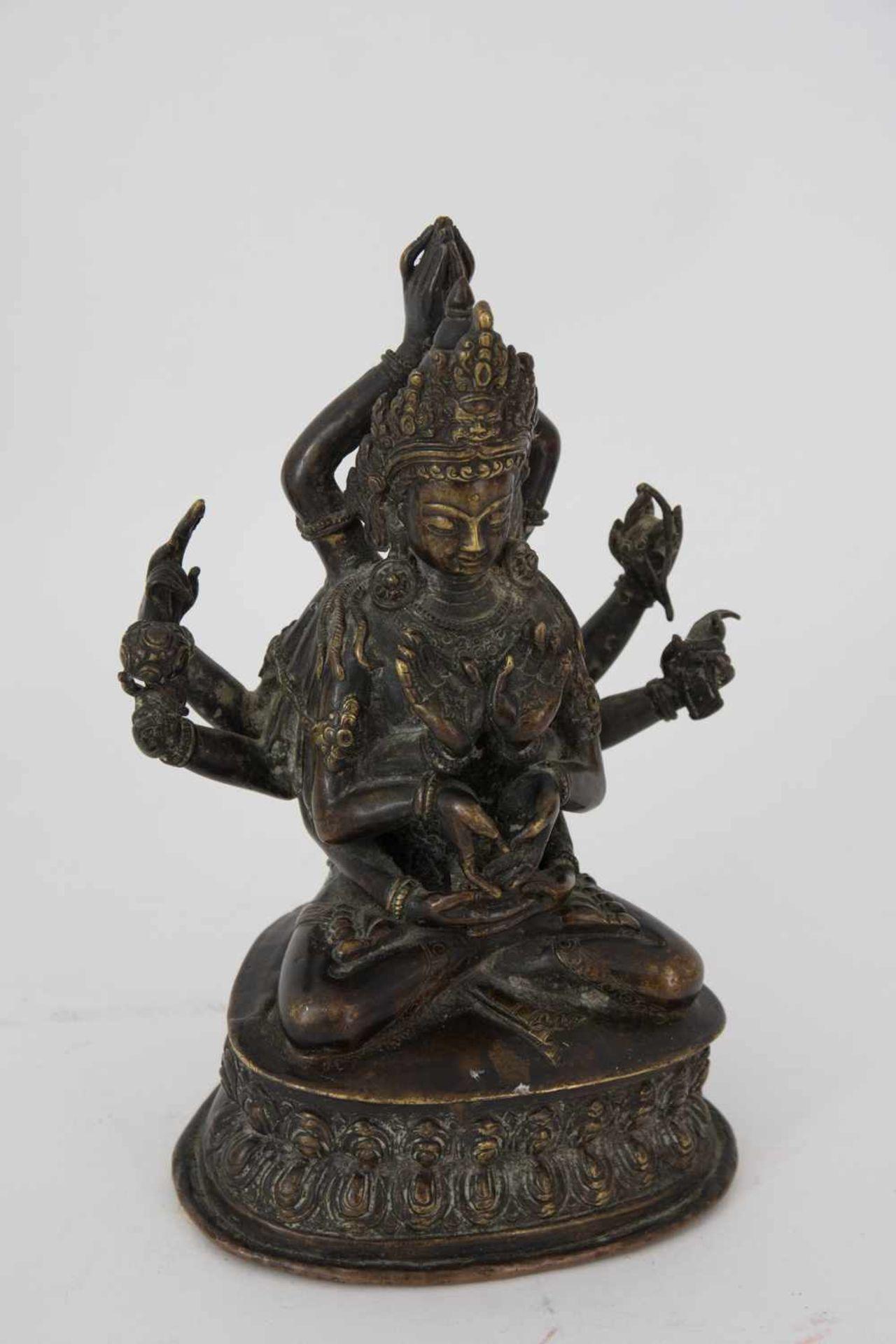 Los 14 - AVALOKITESVARA BODHISATTVA FIGURE, bronze, eastern Asia. A bronze Avalokitesvara Bodhisattva figure,