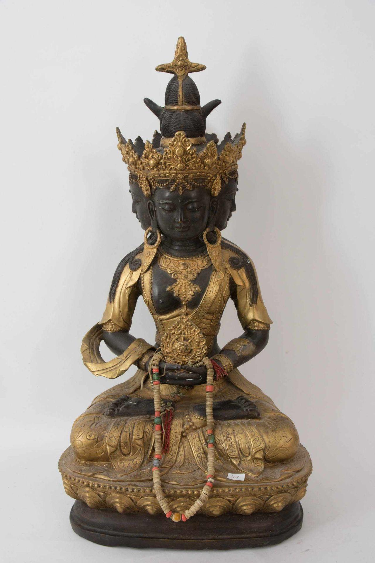 Los 6 - GUANYIN Statuette,vergoldet, Ostasien 20. Jahrhundert. Teils goldfarbig bemalte Statuette der