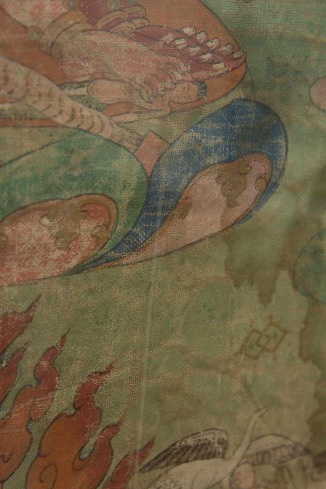 Los 7 - THANGKA MAHAKALA TANZT, Seide auf Leinen, Tibet, spätes 19. Jahrhundert. Antiker Thangka mit
