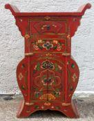 TIBETISCHE KOMMODE, bemaltes Holz, Metall, Tibet 1. Drittel 20. Jahrhundert Maße (H x B x T): 90 x