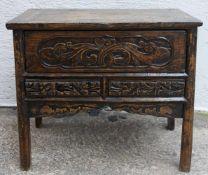 KLEINES SIDEBOARD, beschnitztes und gebeiztes/geschwärztes Holz, China 1. Drittel 20. Jahrhundert