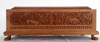 SCHIEBEDECKEL-SCHATULLE, Meisterarbeit, geschnitztes Hochrelief aus SandelholzIndien 1. Hälfte 20.
