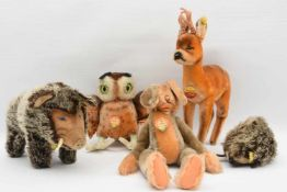 """STEIFF. Konvolut """"Fünf heimische Waldtiere"""", Baumwolle/Wolle, Knopffahne und Steiffmarke,"""