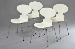 """4 Stühle """"Ameise"""", 4beinig, Entw.: Arne Jacobsen für Fritz Hansen, weiß/Chrom, H. 79/44cm"""