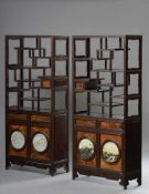Paar Sammlungsregale, Wurzelholzfront, Unterteil mit je 2 Türen und 2 Schüben, in den Türen je 2