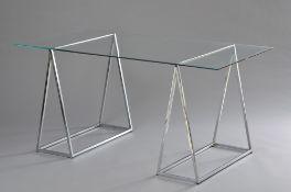 Moderner Schreibtisch mit zwei verchromten Böcken und Glasplatte, 72x150x70cm, Flugrost