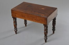 Englischer Mahagoni Beistelltisch mit gedrechselten Beinen und Keramik Einsatz, 42x56x33cm, kleine