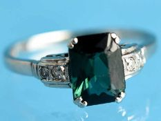 Ring mit grünem Turmalin und 4 kleinen Altschliff-Diamanten, zusammen ca. 0,08 ct, Art Deco 585/-