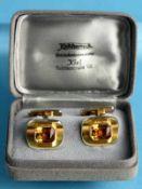 Paar Manschettenknöpfe mit Citrin, Goldschmiedearbeit von Koschorreck aus Kiel, 80- Jahre. 585/-