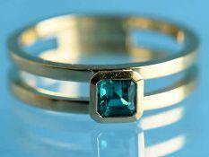 Ring mit natürlichem, unbehandelten Smaragd 0,31 ct, Goldschmiedearbeit, 20. Jh. 750/- Gelbgold.