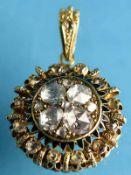 Prunkanhänger mit 21 Diamantrosen, zusammen ca. 1,35 ct, 2. Hälfte 19. Jh. 750/- Gelbgold (mit Säure