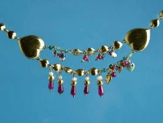 Collier mit Rubinen, Saphiren, Smaragden und Biwaperlen, bezeichnet Pierez, Italy, 20. Jh. 750/-