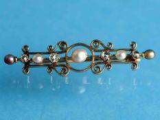 Nadel mit Orientperlen und 4 Diamantrosen, zusammen ca. 0,3 ct, Goldschmiedearbeit, um 1890 585/-