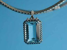 Collier mit Aquamarin ca. 20 ct und 7 Achtkant-Diamanten, zusammen ca. 0,10 ct, 70- er Jahre 750/-