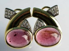 Paar Ohrclips mit rosa Turmalin-Cabochon und Brillanten, zusammen ca. 0,30 ct, bezeichnet