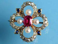 Brosche mit feinem Rubin, ca. 1,5 ct, Altschliff-Diamanten, zusammen ca. 0,8 ct, 4 kleinen