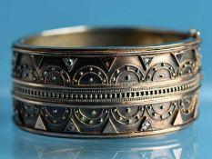 Armreifen mit 8 Diamantrosen, zusammen ca. 0,12 ct, um 1900 925/- Silber. Gesamtgewicht ca. 38 g.