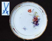 Runde Schale. Runde Schale. MEISSEN 20. Jahrhundert. Modell Nr. 962 Farbige Blumenbemalung mit