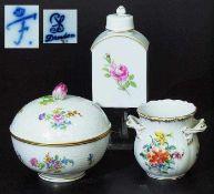 Drei Teile Konvolut. Drei Teile Konvolut. 1)Teedose FÜRSTENBERG, 20. Jahrhundert. Farbige