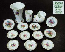 Konvolut, 14 Teile. Konvolut, 14 Teile: 1) Zwei Vasen und eine Muschel Schnecke. ROYAL Bavaria