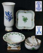 Vier Teile Konvolut. Vier Teile Konvolut. 1) Vase MEISSEN Marke 1980, (waagerechter Strich links