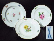 Drei Dessertteller, MEISSEN. Drei Dessertteller, MEISSEN. 1) Dessertteller MEISSEN nach 1954, 1.