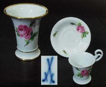 MEISSEN Moccatasse, Untertasse. Vase. MEISSEN Moccatasse, Untertasse. Vase. 1) Moccatasse mit