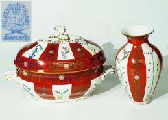 Deckelterrine. Vase. HEREND. Deckelterrine. Vase. HEREND/Ungarn. 20. Jahrhundert. Floraler