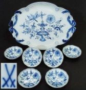 Schleifentablett. Unterschalen. 1) Schleifentablett. MEISSEN 1972 - 1980. Kobaltblaue