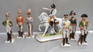 Napoleon zu Pferd und sechs Soldaten auf Sockel stehend, H 27 cm, die Soldaten tragen verschiedene