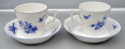 Paar Tassen mit Untertasse, blauer Rand, Rand und Spiegel mit blauer Blumenbemalung, FM KPM Berlin