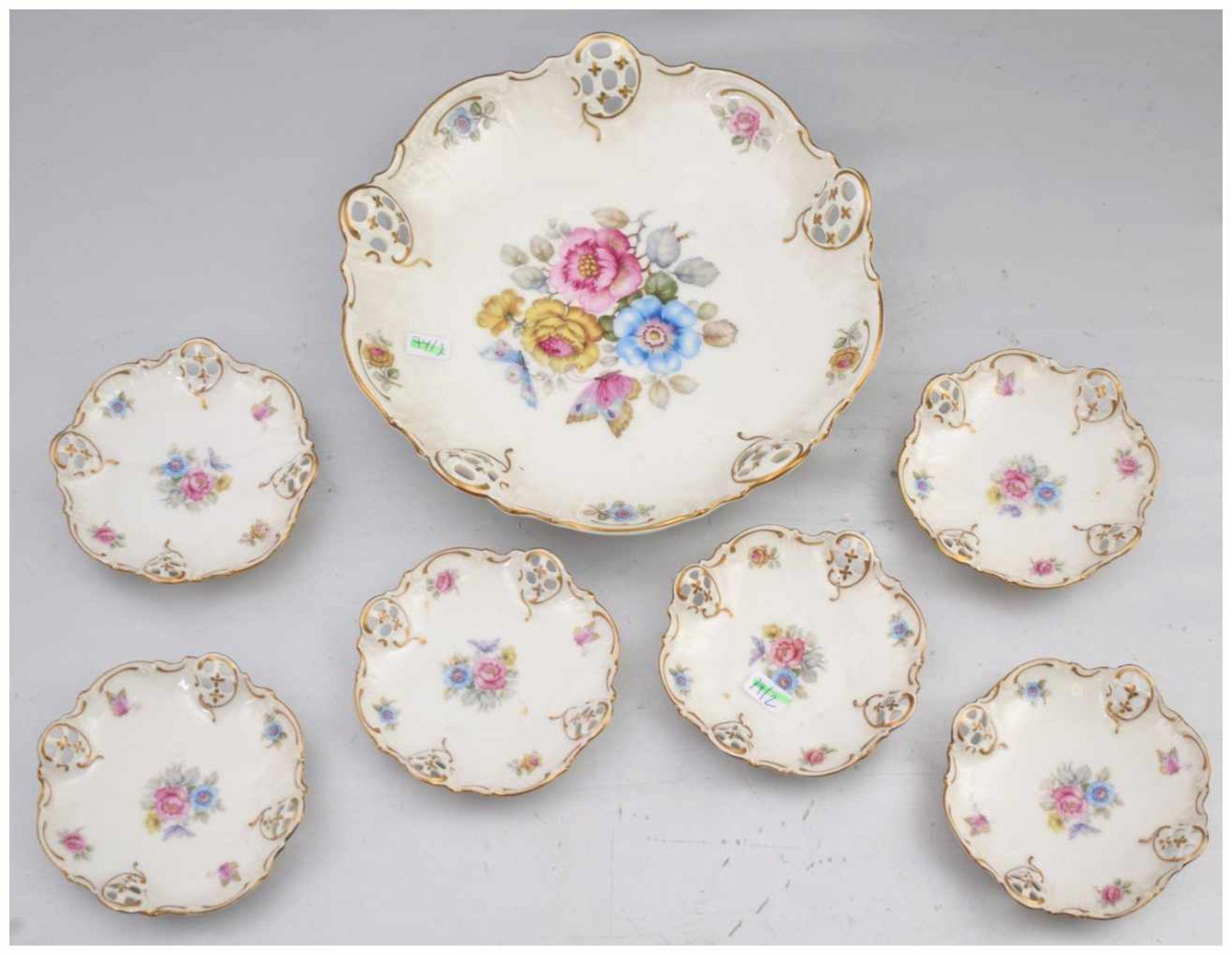 Los 14 - Gebäckschale mit sechs kleinen Tellern rund, durchbrochener Rand, gold verziert, Spiegel mit