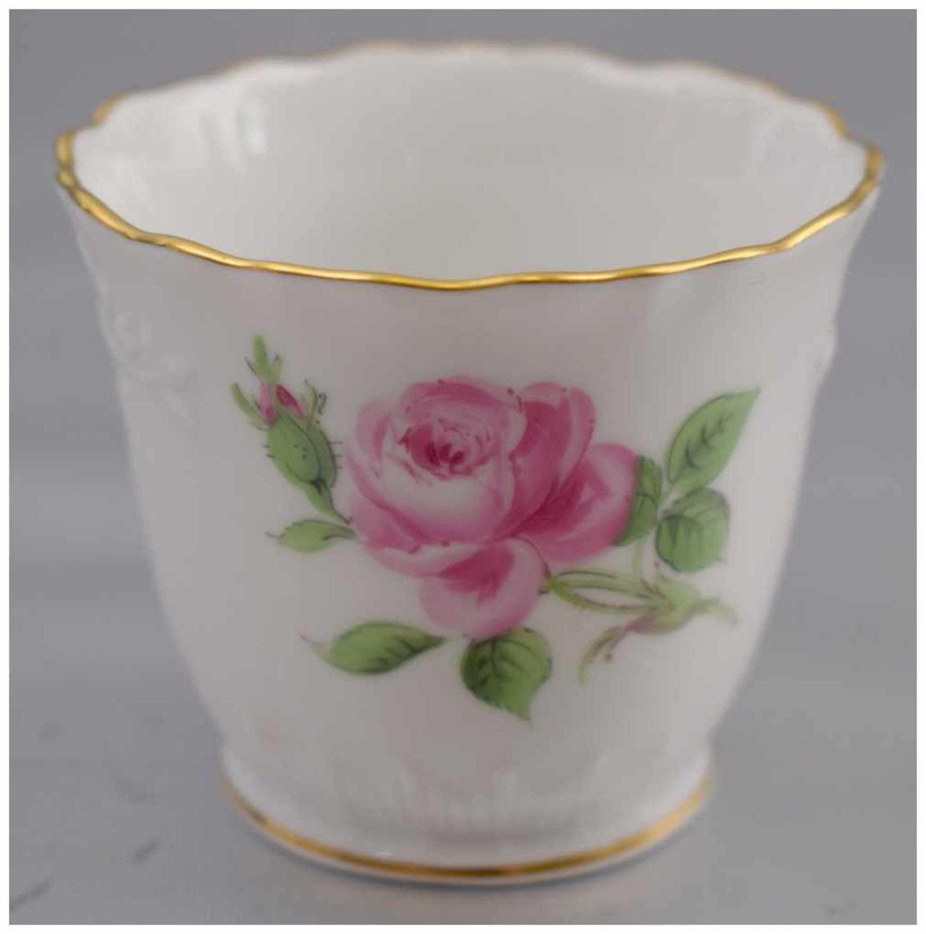 Los 52 - Vase rund, gewellter Goldrand, Wandung mit roter Rosenbemalung, H 5 cm, Dm 6 cm, blaue