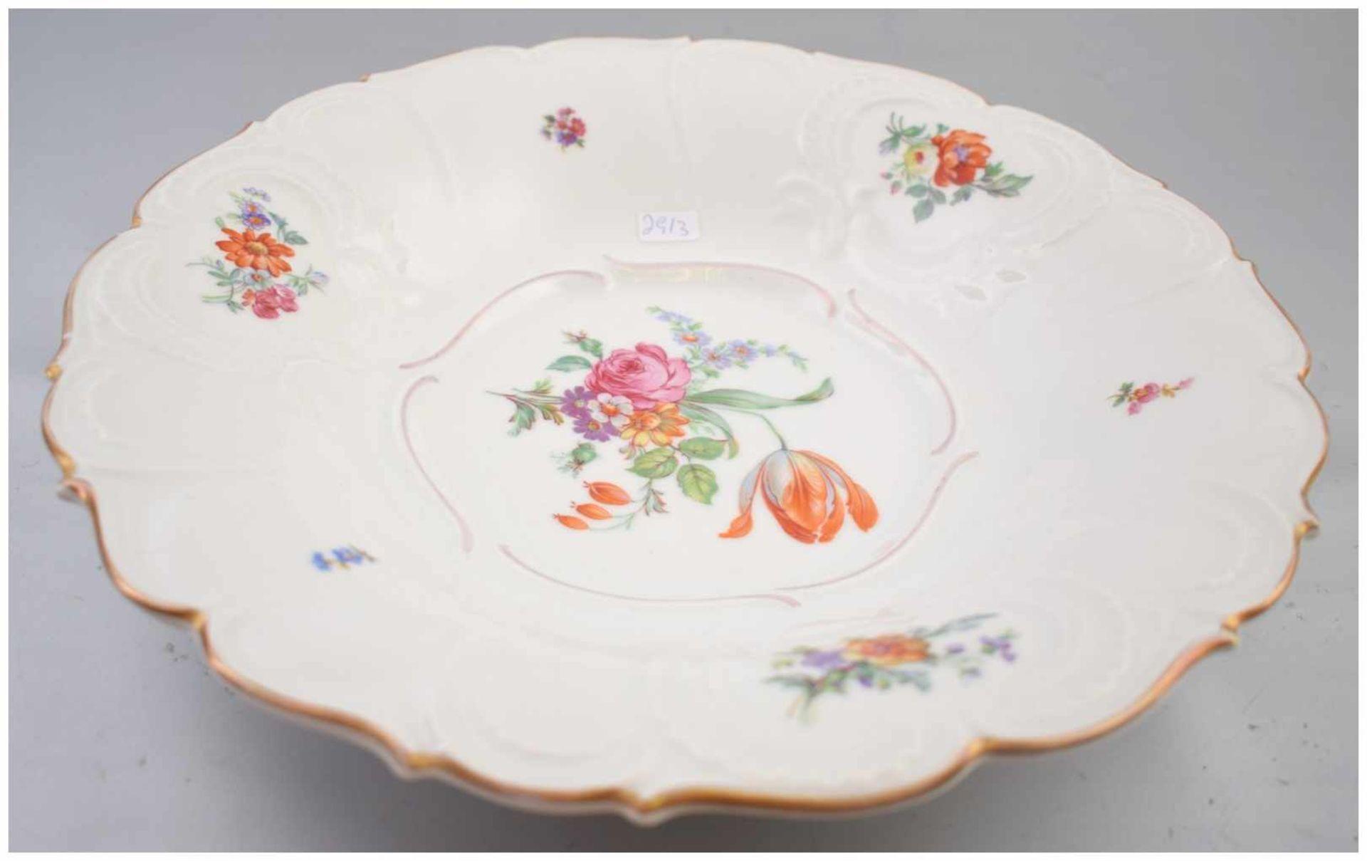 Los 50 - Wandteller Goldrand, mit Barock-Ornamenten verziert, Spiegel mit bunter Blumenbemalung, Dm 29 cm, FM