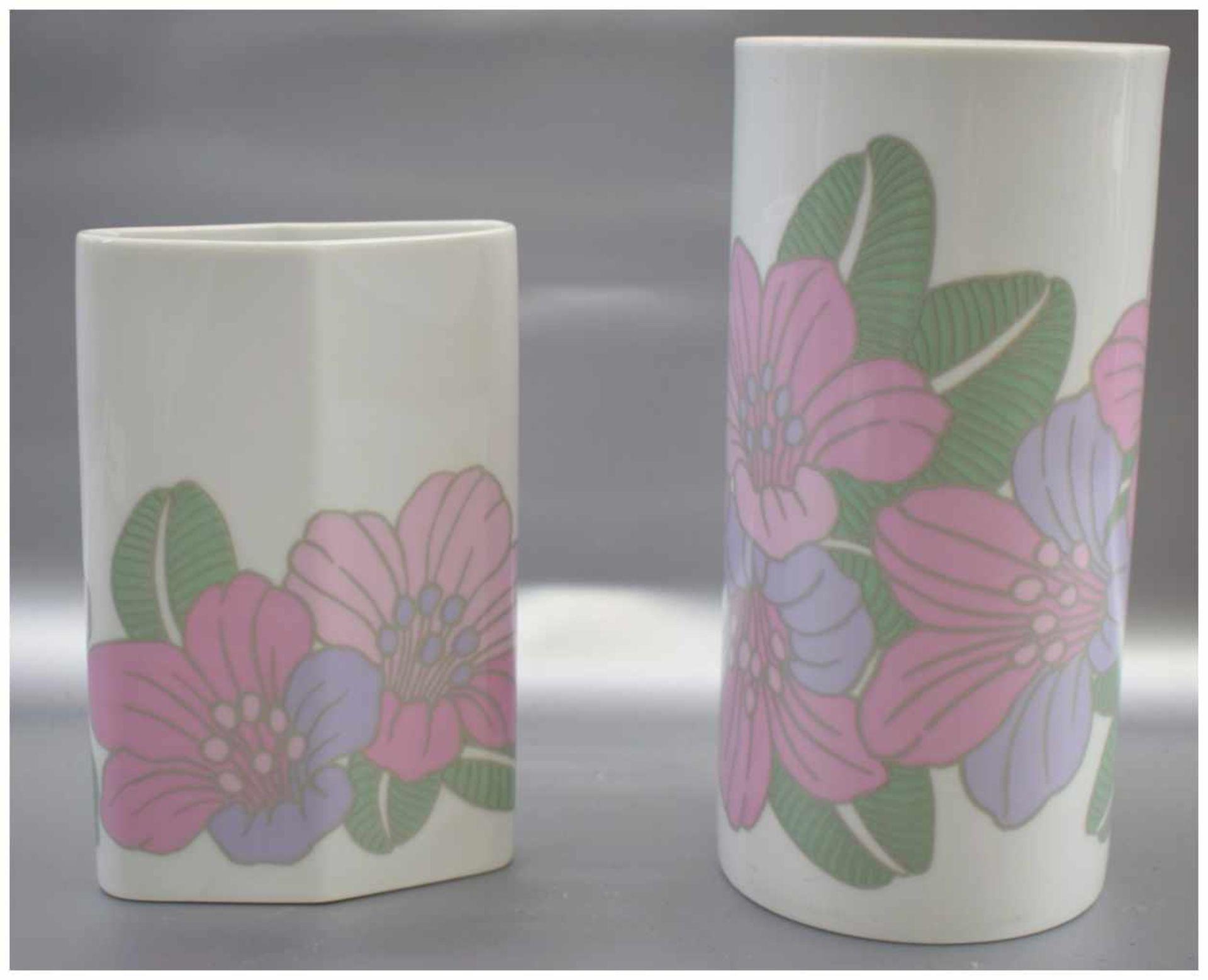Zwei Vasen oval und zylindrisch, Wandung mit rosa Blüten, H 22 cm bzw. 17 cm, FM Rosenthal