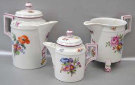 Drei Milchkännchen Wandung mit bunter Blumenbemalung, verschiedene Größen, H 10 cm bzw. 8 cm, FM KPM