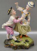 Figurenpaar auf Sockel stehend, mit Blüten verziert, bunt bemalt, H 17 cm, FM Höchst, 19. Jh.