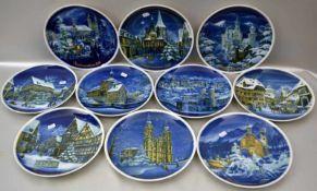 Zehn Weihnachtsteller verschiedene Jahrgänge, Spiegel mit weihnachtlichen Stadtansichten verziert,