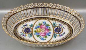 Schale rund, durchbrochener, gold/blau verzierter Rand, Spiegel mit Ranken und bunten Blüten