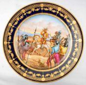 Prunk-Wandteller rund, Rand kobaltblau, gold verziert, Spiegel mit Ritter zu Pferd und Soldaten,