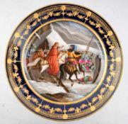 Prunk-Wandteller rund, Rand kobaltblau, gold verziert, Spiegel mit Kardinal, Ritter zu Pferd und