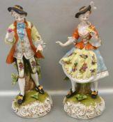 Elegantes Paar auf Rocaillensockel stehend, bunt bemalt, Mann an der Hand besch., H 26 cm, FM (