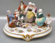 Familienglück auf ovalem gold verziertem Sockel, Bauernfamilie bei der Wiedersehensfeier im