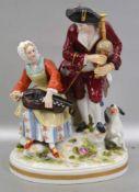 Musizierendes Paar auf ovalem Sockel sitzend, mit Dudelsack und Drehorgel, mit Hund, rest., H 15 cm,