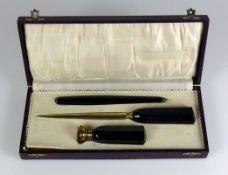 Schreibtisch-Set (1.H.20.Jh.) 3-tlg.; Brieföffner, Petschaft mit Monogramm BW bzw. WB, Stift; in