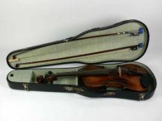 Geige (20.Jh.) mit 2 Bögen; in Originalkasten; L: 59,5 cm